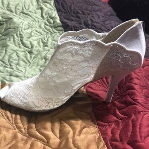 """🌟Sale🌟4"""" Sz10 Lace heels, worn once"""